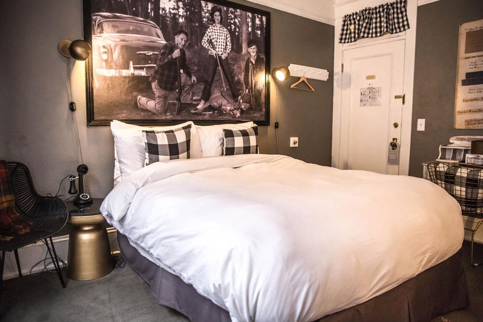 interior queen room