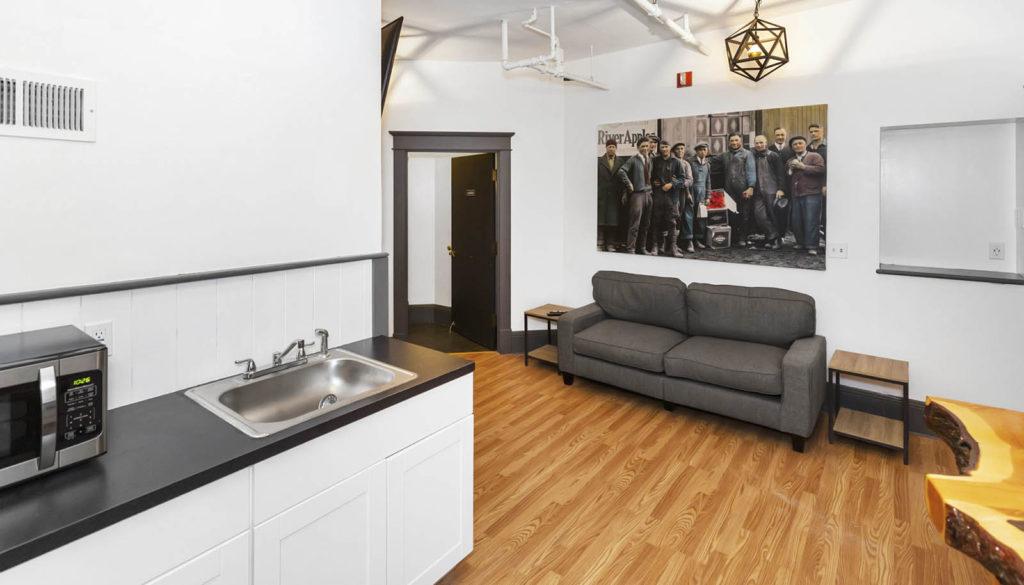 Hood River bunkhouse room kitchen